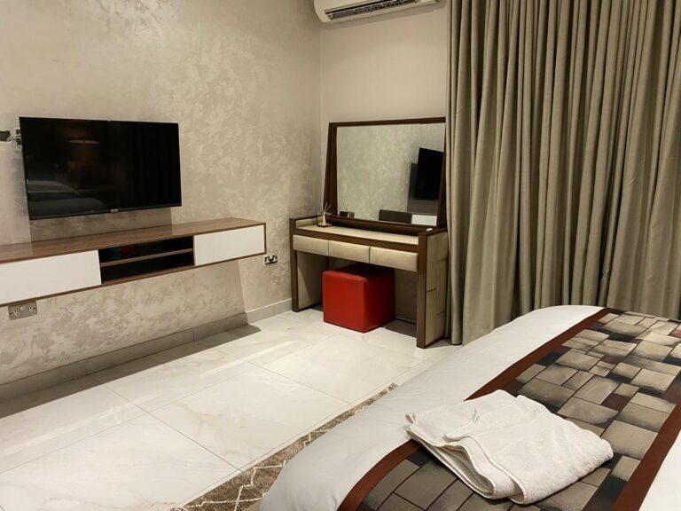 Admiralty-way-Lekki-3-Bedroom-Shortlet